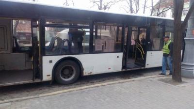 Не довезли: поломался автобус, который вез черновчан на слушания относительно тарифов