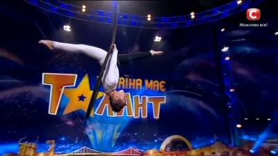 """Юная черновчанка поразила жюри шоу  """"Украина имеет талант """", выполнив сложный акробатический номер"""