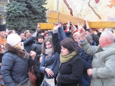 В центре Черновцов верующие прошли Крестным ходом (ФОТО)