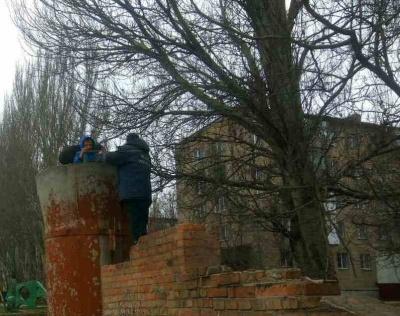 У Запоріжжі двоє дітей, граючись у покинутій будівлі, впали у бетонну трубу глибиною чотири метри