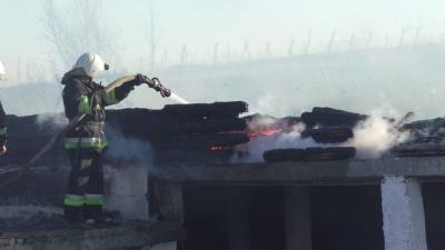 На Буковині через спалювання сухої трави вщент згорів ресторан (ФОТО)