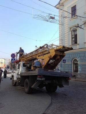 Біля ратуші у Чернівцях встановили новий світлофор
