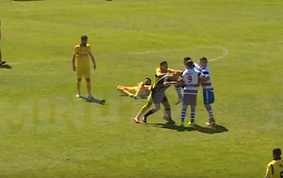 У Португалії футболіст вдарив коліном в обличчя арбітра - відео