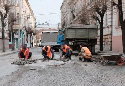 Бруківку у центрі Чернівців планують ремонтувати