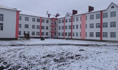 У селі на Буковині батьки не пустили дітей в аварійну школу і поїхали до голови ОДА