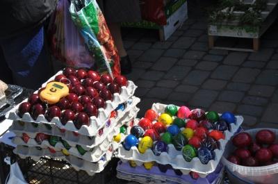 Кошики від 100 гривень, писанки від 10: Чернівці готуються до Великодня (ФОТО)