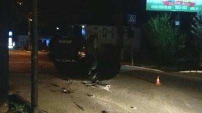 У Чернівцях перекинувся автомобіль підрозділу швидкого реагування