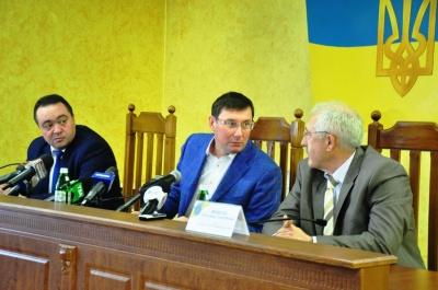 Луценко закликав нового прокурора Буковини підтримувати добрі стосунки з румунськими і молдовськими колегами