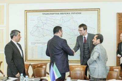 Украина запустит тестовый поезд в Иран, - министр