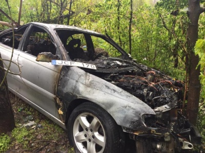 Появились фото ДТП, в котором иномарка снесла билборд и загорелась (ФОТО)