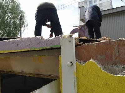 Инспекция Обшанського демонтировала очередной МАФ в Черновцах (ФОТО)