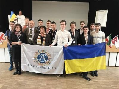 П'ятеро десятикласників з Чернівців привезли медалі з конференції у Німеччині (ФОТО)
