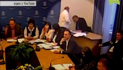 «Мер нас прослуховує!»: з'явилося відео, де депутат Продан вимкнув пряму трансляцію в Чернівецькій міськраді