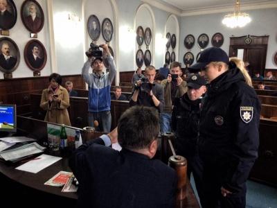 """Чернівецька міськрада заборонила самопроголошеному """"бургомістру"""" бути присутнім на сесії"""