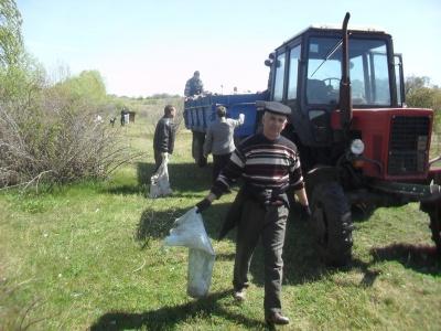 Чиновники на Буковині прибирали берег Дністра (ФОТО)