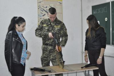 В Черновцах в школе открыли стрелковый тир (ФОТО)
