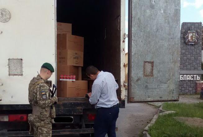 Закарпатець зберігав у підвалі контрабандні цигарки напонад мільйон гривень