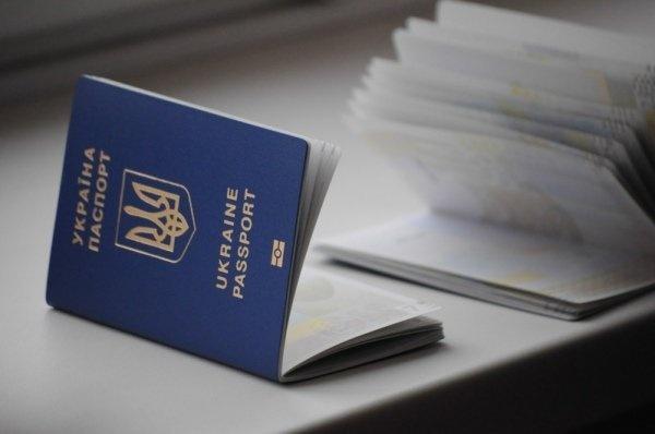 Новий рекорд. Задень вУкраїні оформили 19 тисяч біометричних закордонних паспортів