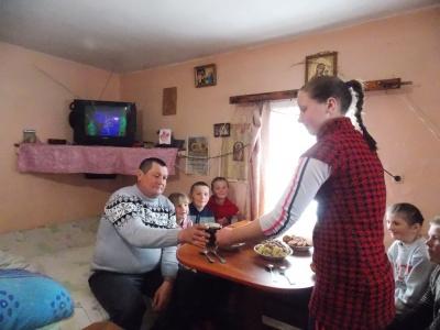 Буковинець сам виховує шістьох дітей після того, як його покинула дружина (ФОТО)