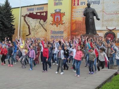 На Центральній площі діти організувати танцювальний флеш-моб