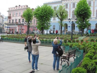 У Чернівцях у дні туристичного «буму» позакривали від гостей міста музеї і театр