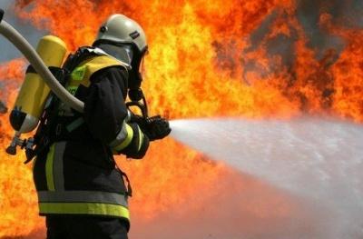 На Буковині горіла господарська будівля - вогонь знищив горище і дах
