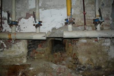 Грибок, прогнилі труби і трухляві рами, - оприлюднено фото Палацу культури Чернівців (ФОТО)