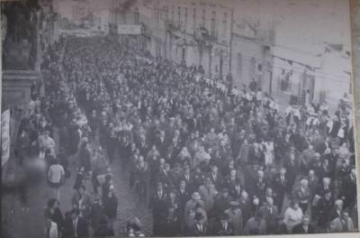 У соцмережах оприлюднили світлину з маршу ветеранів у Чернівцях 1974 року
