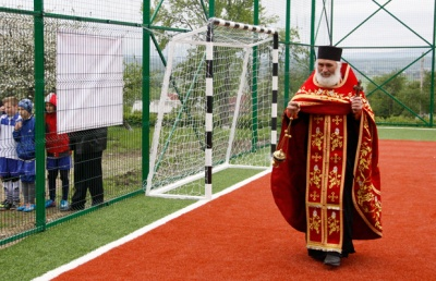 У буковинському селі відкрили спортивний майданчик із штучним покриттям (ФОТО)