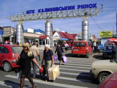 У Чернівцях Калинівський ринок вирішив заасфальтувати торговий сектор №6