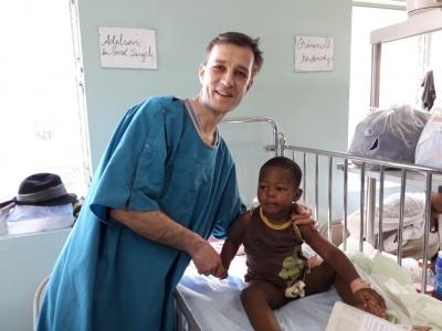 «Госпиталь охраняли вооруженные солдаты»: врач из Черновцов самостоятельно провел 80 операций на Гаити