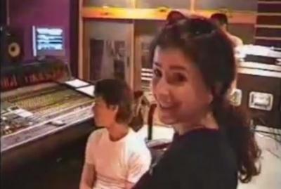Співачка з Буковини показала раритетне відео, де її пісню прослуховує Мік Джаггер (ВІДЕО)