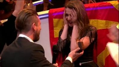 """На Євробаченні-2017 - перше освідчення: конкурсантка з Македонії відповіла """"так"""" у прямому ефірі (ВІДЕО)"""