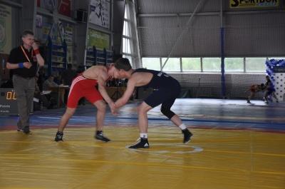 У Чернівцях відбирають борців на чемпіонат Європи з вільної боротьби