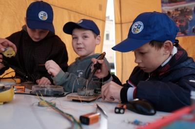 У Чернівцях діти на площі Філармонії проводитимуть хімічні досліди