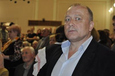 """Громадські слухання щодо """"Хреста-Пієти"""" у Чернівцях зірвалися через порушення (ФОТО)"""
