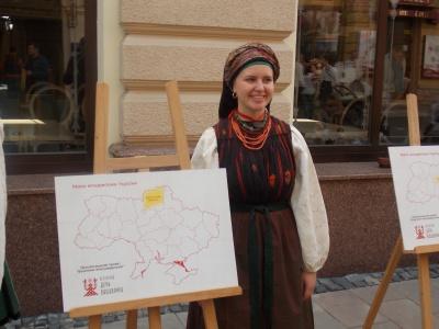 День вишиванки в Чернівцях: родини у вишиванках, парад й етноуніверситет