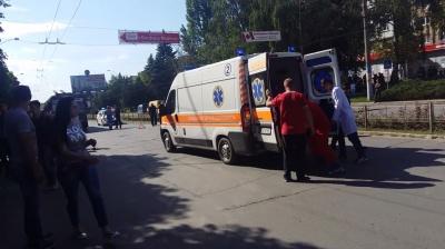 Не заметил пешехода. В Черновцах автомобиль на «зебре» сбил парня
