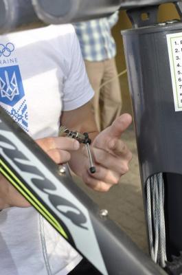 «Дуже багато інструментів!»: у Чернівцях відкрили технічну станцію для ремонту велосипедів (ФОТО)