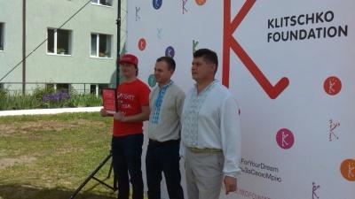 На Буковині відкрили ще один спортивний майданчик від Кличків (ФОТО)