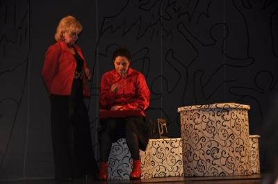 В черновицком театре состоялась премьера love-story с элементами черного юмора