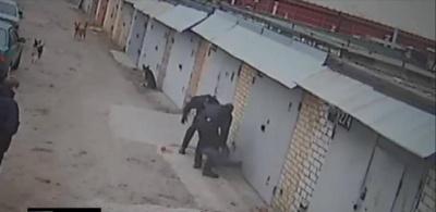 Двоє патрульних, які побили чоловіка у столиці, підуть під суд