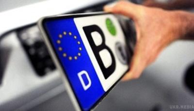 Бурбак объяснил, почему инициировал законопроект об уплате взносов водителями автомобилей с иностранными номерами