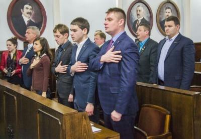 """""""Це ж неможливо працювати"""": у сесії міськради Чернівців перерва, бо зібралося мало депутатів"""