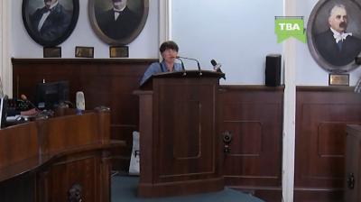 Чернивчанка, что пришла в горсовет жаловаться на бытовые проблемы, спела с трибуны перед депутатами
