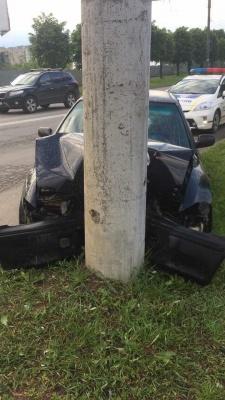 У Чернівцях водій у стані наркотичного сп'яніння зніс електроопору