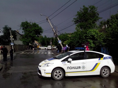 У Чернівцях п'яний водій повалив три електроопори (ФОТО)