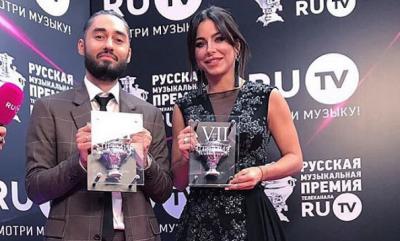 Співачка з Буковини похвалилась нагородою з Росії