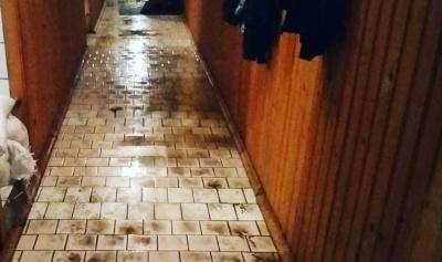 В Черновцах из-за прорыва коллектора залило водой спортзал университета (ФОТО)