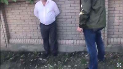 СБУ оприлюднила відео із затриманням підполковника поліції з Буковини на хабарі